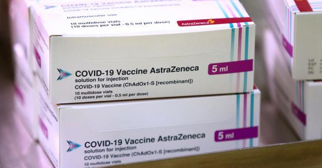 Des doses du vaccin développé par l'université d'Oxford et l'entreprise AstraZeneca © Gareth Fuller, AP