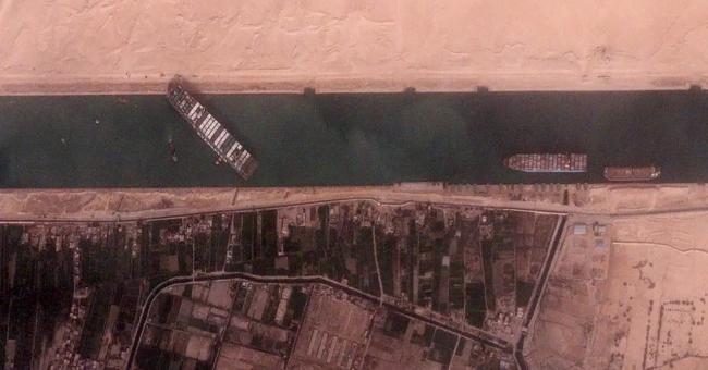 Le porte-conteneurs Ever Given bloque le canal de Suez en Égypte depuis le 23 mars 2021 © Reuters