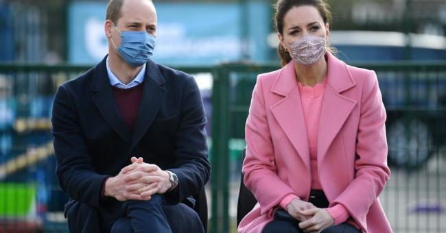 Le prince William et sa femme Kate Middleton visitant une école de l'est de Londres, ce jeudi 11 mars © DR
