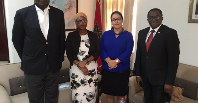 Imane Ouaadil, l'ambassadrice du Maroc au Ghana, en compagnie de Ben Nunoo Mensah, le président du Comité olympique ghanéen (COG), Sahnoon Mohammed, le secrétaire général du GOC, et l'assistante Farida Iddriss © Twitter