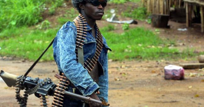 Un des miliciens du président Charles Taylor, en juin 2003 © AFP/ISSOUF SANOGO