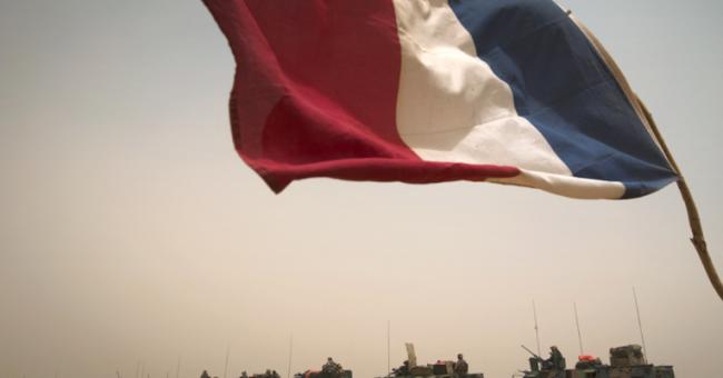 Chars français quittant la ville de Gao (Mali) lors de l'opération Gustav, le 6 avril 2013 © AFP