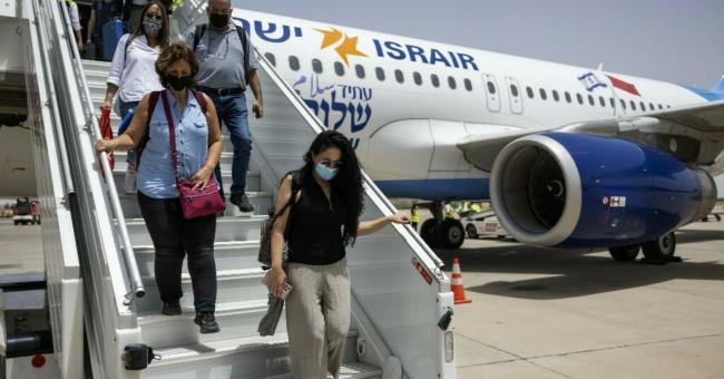 Des touristes israéliens débarquent à Marrakech, le 25 juillet 2021 © AFP
