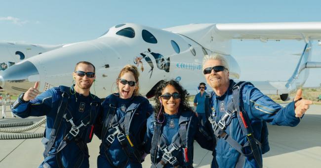Le milliardaire Richard Branson a décollé ce dimanche pour le premier vol spatial touristique © Johannes EISELE / AFP
