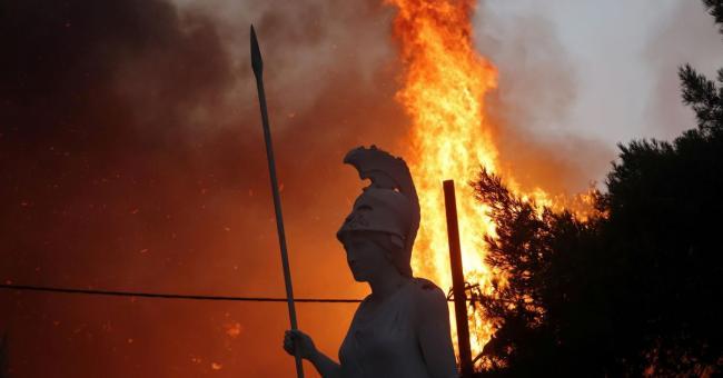Incendies en Grèce : poursuite des évacuations massives