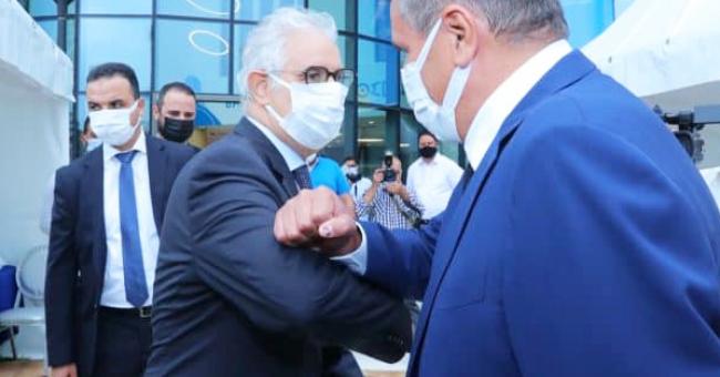 Le chef du gouvernement Aziz Akhannouch salue le leader de l'Istiqlal, Nizar Baraka © DR