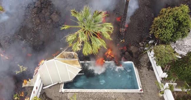 Cumbre Vieja : la lave atteint la mer et l'on craint des gaz toxiques
