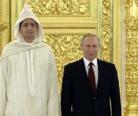 Lotfi Bouchaâra, l'ambassadeur du Maroc en Russie, avec le président Vladimir Poutine lors d'une cérémonie tenue au Kremlin, le 5 février 2020