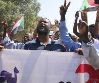 Soudan : des dizaines de milliers de citoyens manifestent contre l'armée