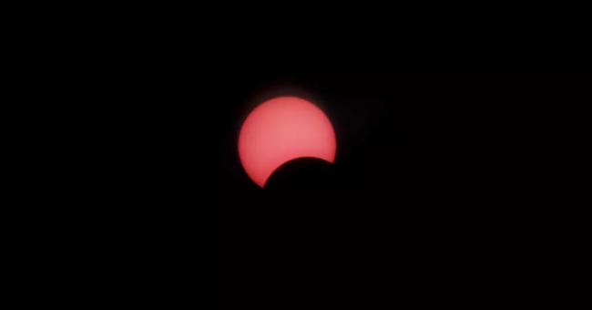 Une rare éclipse solaire observée dans le ciel africain