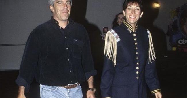 Affaire Jeffrey Epstein : son ex-collaboratrice plaide non coupable