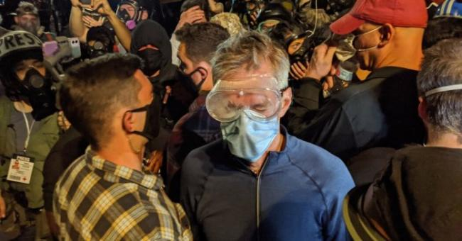 le maire de Portland victime de gaz lacrymogènes
