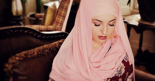 La chanteuse Jennifer Grout récite le Coran