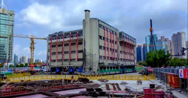 En Chine, un bâtiment «marche» vers sa nouvelle adresse
