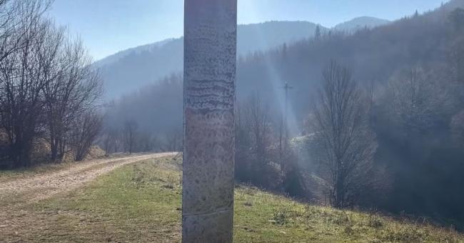 Le monolithe découvert en Roumanie