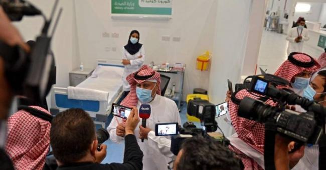 Le ministre saoudien de la Santé lors du lancement de la campagne de vaccination contre la Covid-19