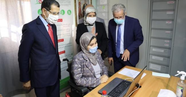 Le Chef de gouvernement, Saad Dine El Otmani, lors de sa visite aux centres accueillant ce concours