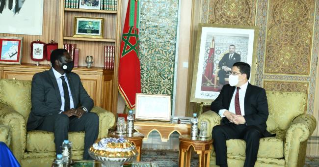 Le chef de la diplomatie marocaine Nasser Bourita et son homologue gambien Mamadou Tangara, jeudi 18 février 2021 à Rabat © DR