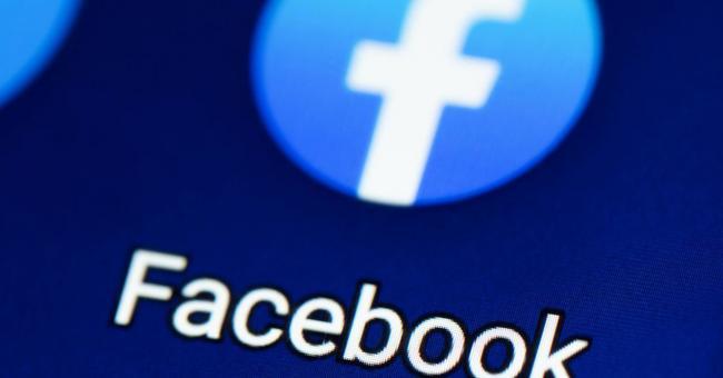 Facebook met fin à une vaste campagne anti-vaccins Covid-19