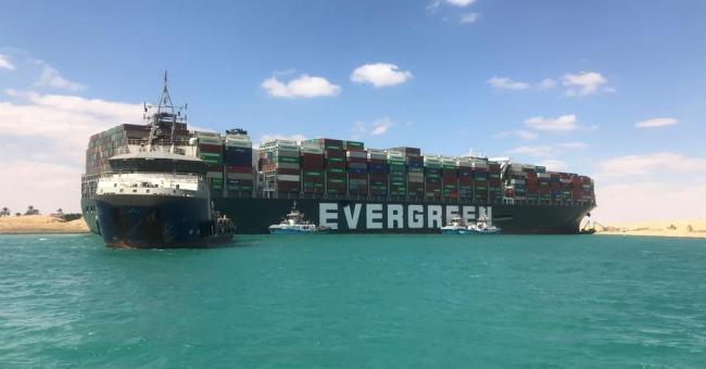 Le trafic reprend sur le canal de Suez après la remise à flot de l'Ever Given © BOSKALIS