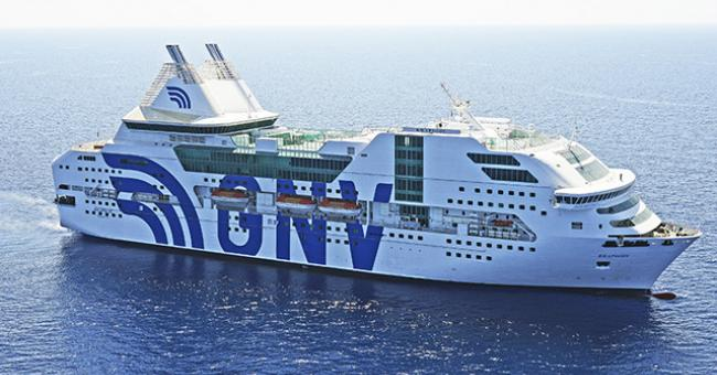 Un ferry assurant la traversée de la Méditerranée