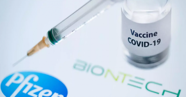 Le vaccin des laboratoires Pfizer/BioNTech contre la Covid-19 © Joël Saget, AFP