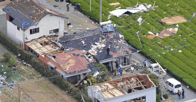 Japon : des vents forts ravagent 97 bâtiments