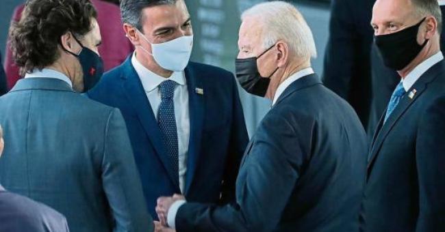 Joe Biden et Pedro Sánchez ont une brève conversation d'environ 30 secondes dans un couloir de l'OTAN © Europa Press / EP
