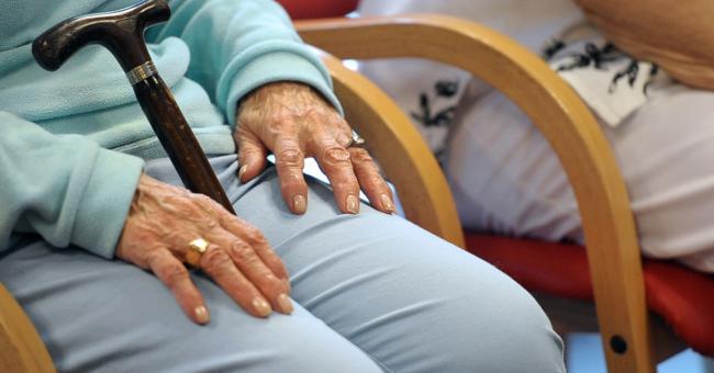 Alzheimer : les USA approuvent un médicament controversé