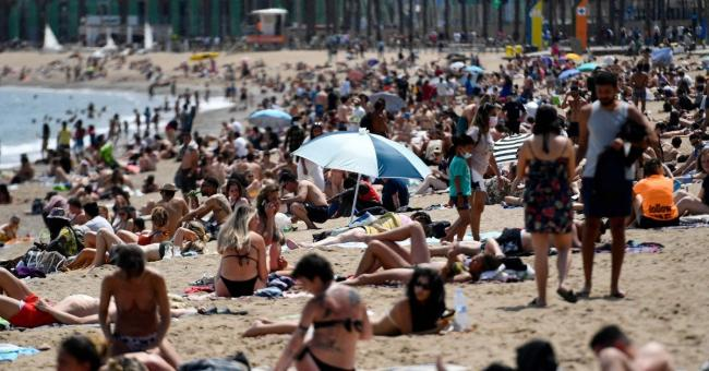 Retour à la plage : l'Espagne accueille tous les touristes vaccinés