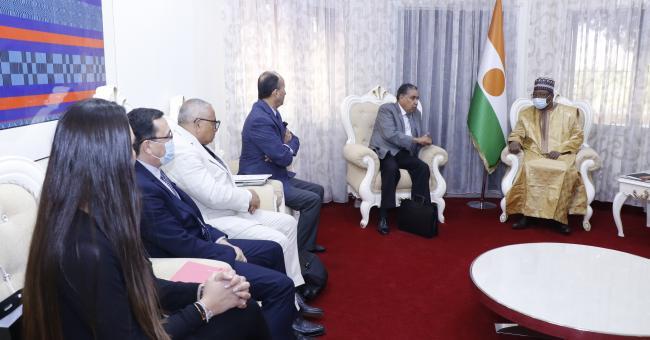 Le Premier Ministre Ouhoumoudou Mahamadou a reçu, ce vendredi 2 juillet 2021, une délégation d'investisseurs marocains conduite par le Président du Groupe Ymmy Finance Holding, Monsieur Ahmed Lotfi © DR