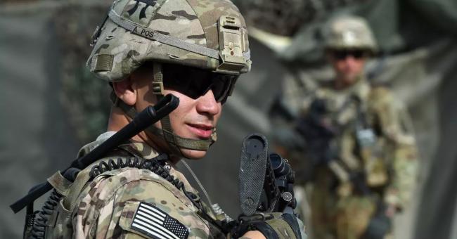 Un soldat de l'armée américaine monte la garde dans une base afghane du district de Khogyani, dans la province orientale de Nangarhar. © Wakil Kohsar, AFP (archives)