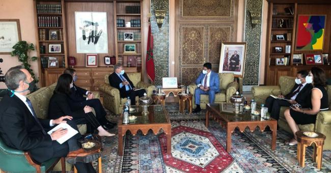 Le ministre des Affaires Étrangères, de la Coopération Africaine et des Marocains Résidant à l'Étranger, M. Nasser Bourita, a reçu aujourd'hui à Rabat, l'Ambassadeur Richard Norland, Envoyé spécial des États-Unis pour la Libye.