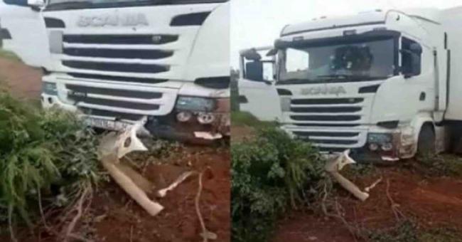 Le camion que conduisait les deux chauffeurs marocains qui ont été tués au Mali, le samedi 11 septembre 2021 © DR