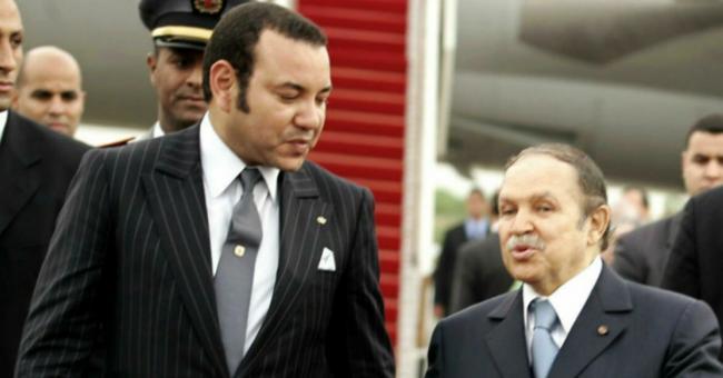 Le roi Mohammed VI en compagnie du défunt Abdelaziz Bouteflika lors du sommet de la Ligue arabe en 2005 à Alger © Reuters