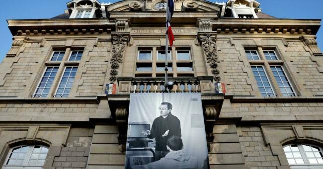 France : les écoles ont rendu hommage à Samuel Paty, un an après sa mort
